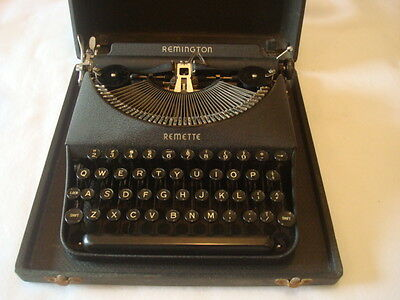 Remington Remette Antique/vintage Typewriter  With  Carry Case