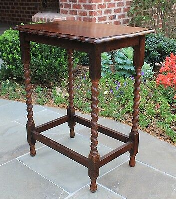 Antique English Oak Rectangular Barley Twist Pie Crust Lamp Accent End Table