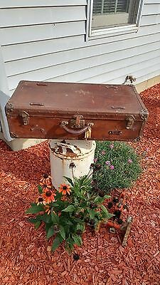 Antique Eagle Lock Company Travel Steamer Trunk Suitcase - Sweet! -  29 x 8 x 15