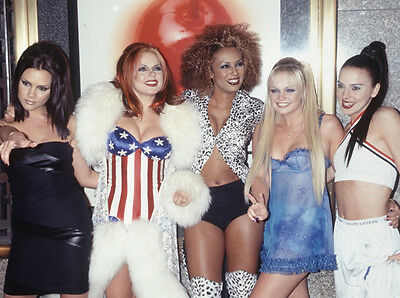 The Spaice Girls UNSIGNED photo - H5781 -  Mel B, Mel C, Emma, Geri and Victoria
