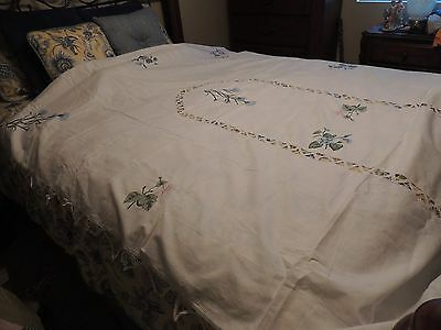 BEAUTIFUL WHITE COTTON TABLECLOTH w INTRICATE CUTWORK & EMBROIDERED 62X116