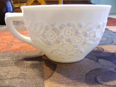 """Vintage Tea Cup Indiana Glass Co. """"flower And Leaf Band"""" 1950's"""