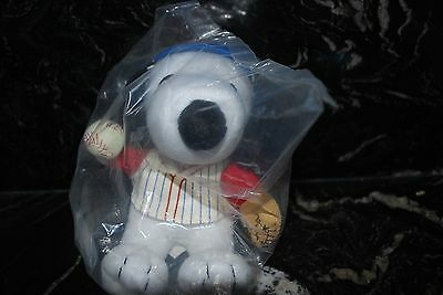Metlife Peanuts SNOOPY Plush Baseball Player SEALED