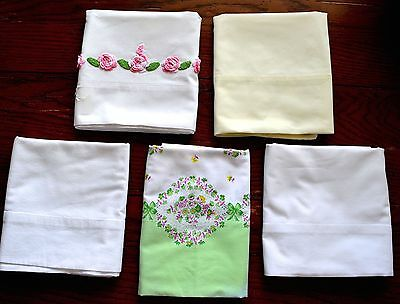 VINTAGE 1950s LOT 5 PILLOWCASES YELLOW WHITE FLORAL PATTERN & CROCHET ROSES