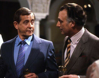 Derek Fowlds and Paul Eddington UNSIGNED photo - H6230 - Yes, Minister