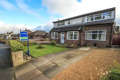 detached house 4 bedrooms with 1 bed detached bungalow to rear ie granny flat
