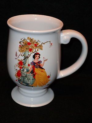 "Disney Store Exclusive SNOW WHITE Tea COFFEE MUG Footed Pedestal 5 1/4"" Tall"