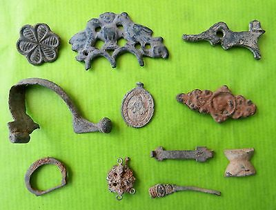 Lot of medals, rings ... very very old. S 2