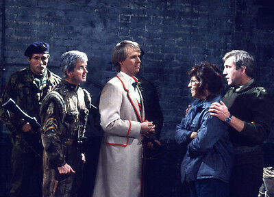 Rodney Bewes and Peter Davison UNSIGNED photo - H6360 - Doctor Who