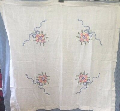 """Vintage Hand Embroidered 49"""" X 47""""  FLORAL BOUQUET DAISIES Linen Tablecloth MINT"""