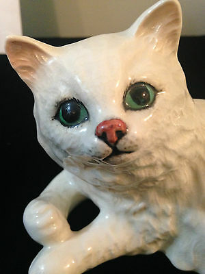 Beswick # 1876 White Cat With Green Eyes