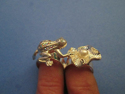 2-finger silver-tone adjustable ring rhinestone frog with faux pearl lily pad