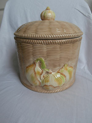 Border Fine Arts Farmers Market Basket Weave Onions Patterned Onion Storage Jar
