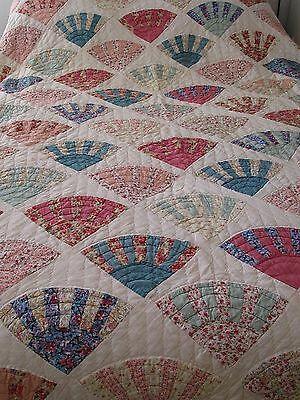 VINTAGE 1930/40's HAND QUILTED QUILT.FAN PATTERN.FEEDSACK & FLOWERS FABRICS..