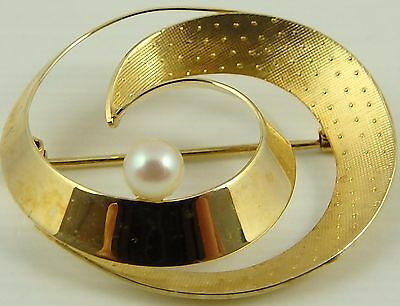 9ct Yellow gold pearl set hallmarked brooch Weighs 3.1 grams.