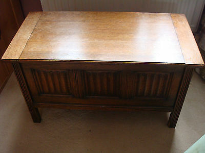 Old Charm solid oak blanket chest with Linen Fold carving design