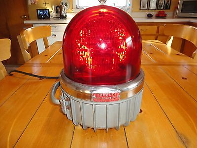 Commander Federal Sign And Signal Corp Rotating Red Light