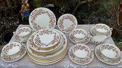 Abbeydale Hazelwood pattern dinner service