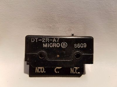 HONEYWELL MICROSWITCH DT-2R-A7 Pin Plunger Limit Switch
