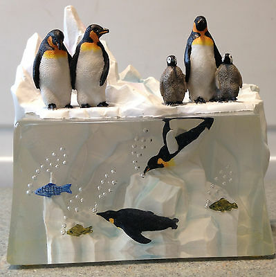 Penguins on Ice - 3D statue - Painted Acrylic Resin
