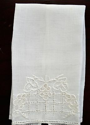 Vintage Guest Hand Fingertip Towel Linen Embroidery Small Sweet White