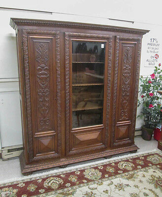 LARGE THREE-DOOR CARVED OAK BOOKCASE, German, c. 1 Lot 444