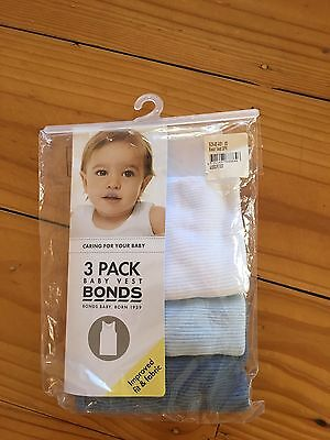 Bonds Baby Boy packet of 3 Vests - Size 00