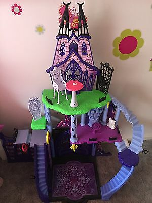 Monster High Doll House 10 Dolls Bulk Accessories