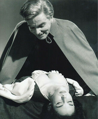 Yvonne Monlaur and David Peel UNSIGNED photo - H7878 - The Brides of Dracula