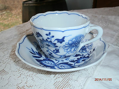 Selb Hutschenreuther Germany Blue Onion Pattern Cup & Saucer No Indent Scalloped