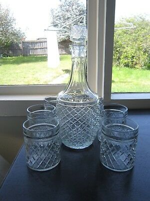 Beautiful Vintage Retro Round Diamond Cut Decanter With 6 Glasses
