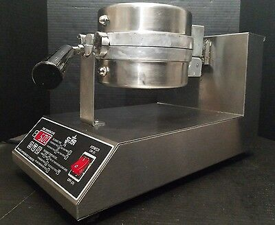 Star SWB7RBE Single 7 Round Belgian Waffle Maker Baker - Works Great