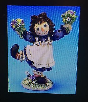 Raggedy Ann w/ Flowers & Andy Simon Schuster Enesco Let Your Heart Bloom 106220