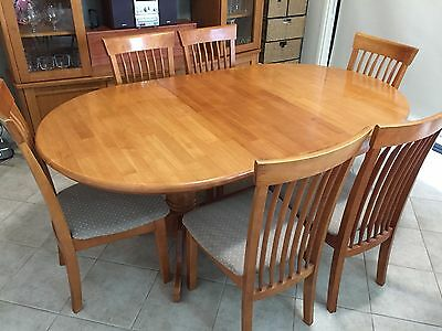 Dining table, extendable, with 6 chairs