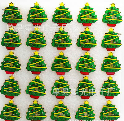 Lot Christmas Tree Flashing LED Light Up Badge/Brooch Pins Party Favors Gift M69