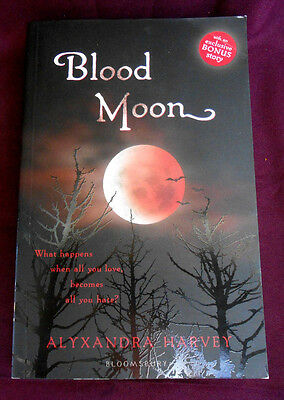 Blood Moon (The Drake Chronicles), Alyxandra Harvey Book