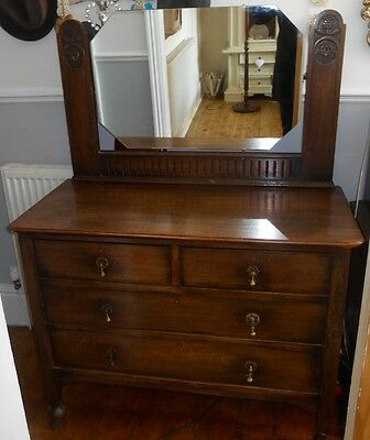 Beautiful Antique Dressing Table with Mirror & Castors in Great condition
