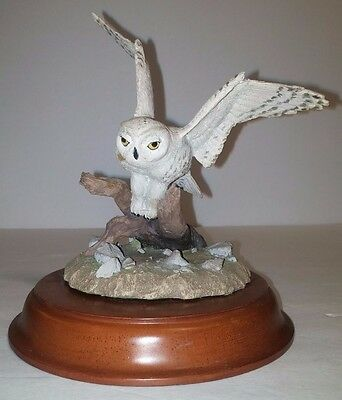 Figurines PORCELAIN SNOW WHITE OWL 6 INCH Wings Open on Tree Stump