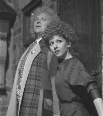 Bonnie Langford and Sophie Aldred UNSIGNED photograph Doctor Who M7213