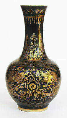 China Vase Porzellan 19. Jahrh. porcelain vase gold painted dragons 19th century