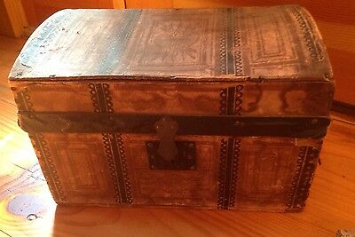 Antique Doll Or Child's Wooden Paper Lithograph Covered Victorian Steamer Trunk