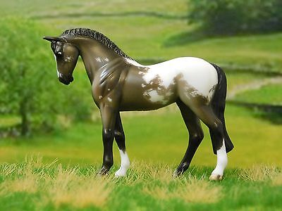 Cm Breyer Stablemate (Dusty in pictures!) - Standing thoroughbred/sporty mold