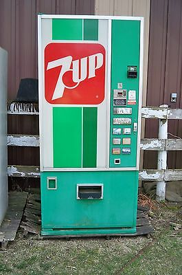 Dixie Narco 7-UP Soda Pop Drink Machine working