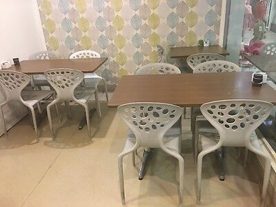 20 cafe chairs + 2 high chairs