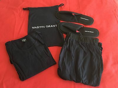 Qantas First Class Sleeper Suit Large/extra Large Navy Blue With Slippers