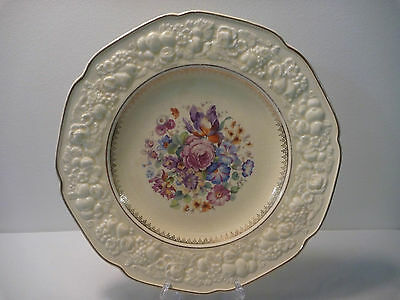 Crown Ducal Florentine plate with flower centre and 2 gold rings.