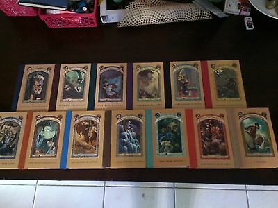 A Series of Unfortunate Events Box: The Complete Wreck (Books 1-13) by Lemony S…