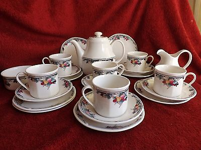 "Beautiful Vintage Royal Doulton ""autumn Glory"" Fruit Design  21 Piece Tea Set"