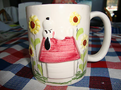 Vintage Snoopy Mug   Snoopy/Doghouse/Flowers Are Raised Very Cute:)