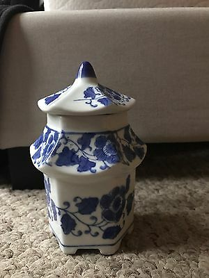 Chinese Blue And White Floral Jar